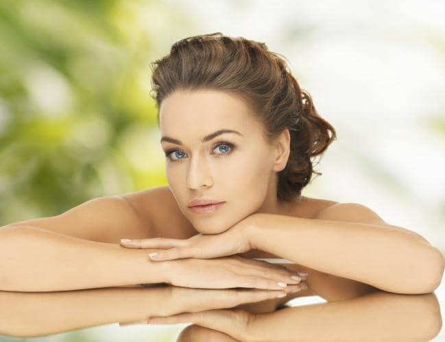 maquillaje-para-resaltar-tu-belleza-natural 1